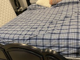 King Size Bed Full Set Solid Wood for Sale in Mercer Island,  WA