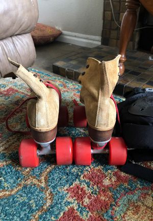 Roller blades with knee pads size 6 for Sale in Fontana, CA