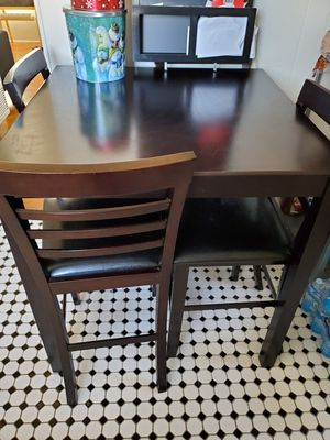 Kitchen table set. 4 chairs for Sale in Long Beach, CA