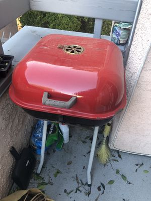 Charcoal Bbq grill for Sale in Los Angeles, CA