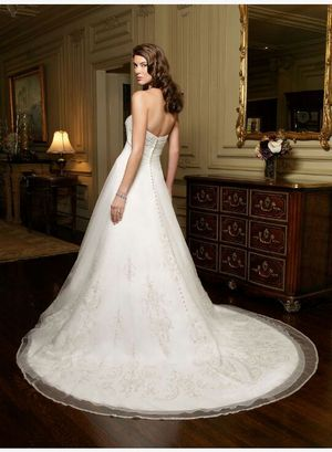 Wedding dress Casablanca asking for $700 we payed $1900 for Sale in Pflugerville, TX