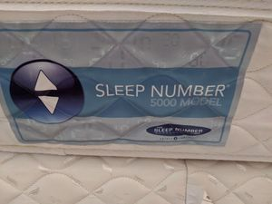 King Sleep Number bed 5000 model with remote and pump for Sale in Reynoldsburg, OH