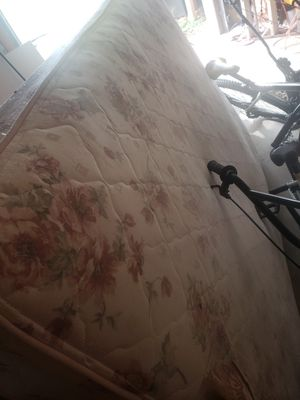 Double size mattress and box spring for Sale in Kennesaw, GA