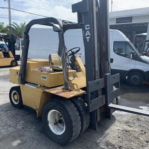 Caterpillar diesel forklift v80e 8000lbs capacity runs and drives and operates great in good condition has minor leak 6200$ for Sale in Pompano Beach, FL