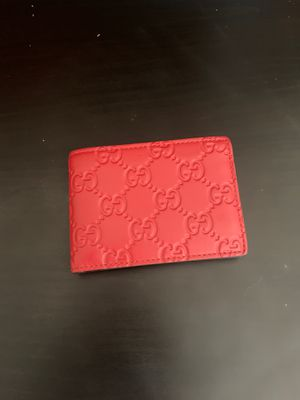 Authentic red leather Gucci wallet for Sale in San Diego, CA