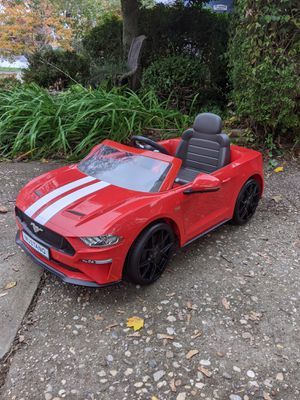 Rollplay 6 volt car for Sale in Islip Terrace, NY