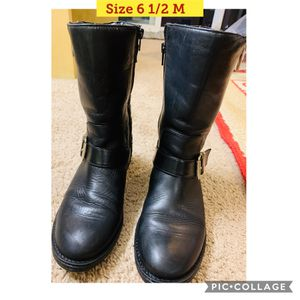 Rain boots or boots for women (almost new) for Sale in Bellevue, WA