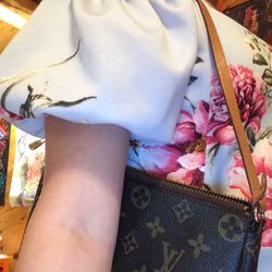 Louis Vuitton bag Small over shoulder for Sale in Powell Butte,  OR