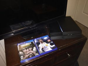 PS4 with 2 games and 1 controller for Sale in Humble, TX