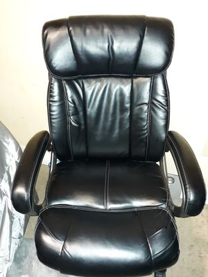 Leather black desk chair for Sale in Houston, TX