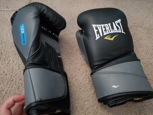 Brand new Everlast boxing gloves for Sale in Alhambra, CA