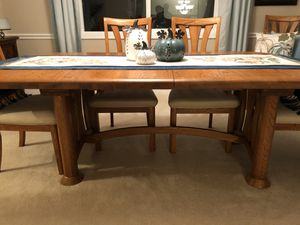 Oak dining room table 6 chairs for Sale in Lynnwood, WA