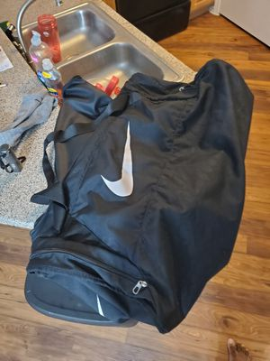 Large Nike gym/duffle bag for Sale in Webster, TX