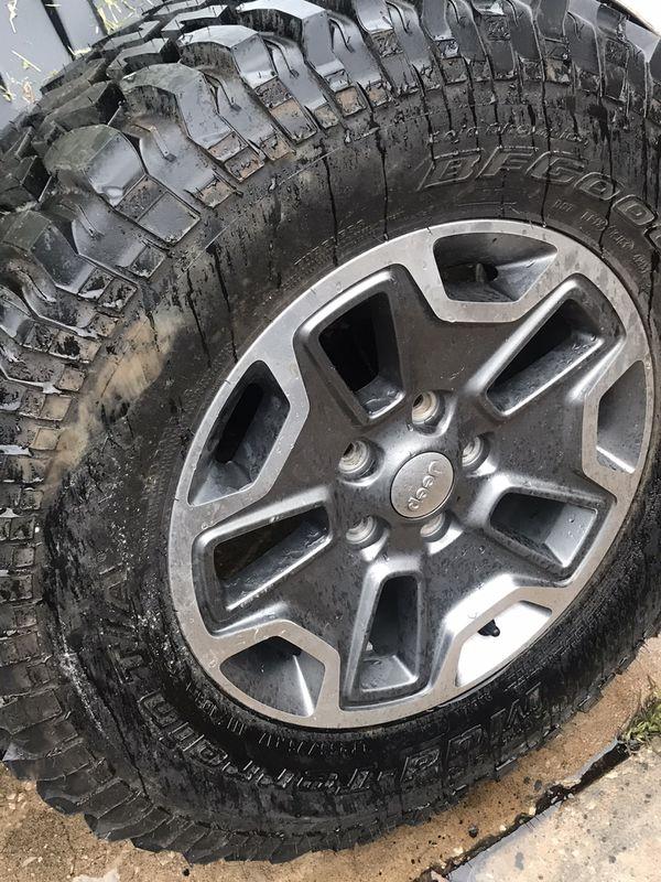Jeep jk rubicon spare wheel and tire