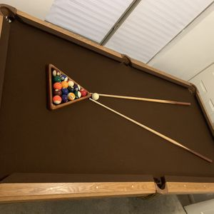 GORGEOUS POOL TABLE 4' X 8' for Sale in Las Vegas, NV