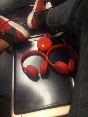 2 bluetooth headphones and jbl speaker for Sale in Boston, MA