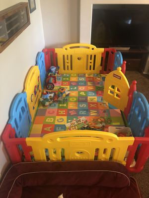 Dwinguler Large Kid's Castle Playpen for Sale in Phoenix, AZ