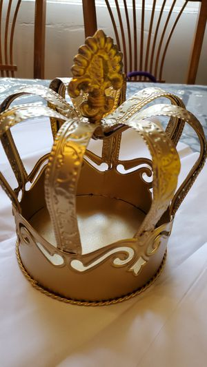 Gold crown for Sale in West Covina, CA