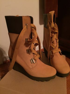 Ladies Timberland Boots size 8.5 - NEVER WORN for Sale in Severn, MD