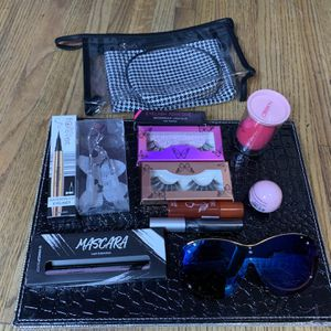 Make up bag Bundle for Sale in Fresno, CA