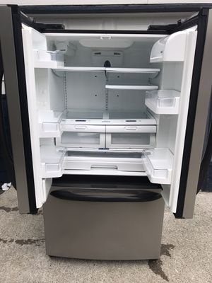 Kenmore stainless steel Frenchdoor refrigerator with water and ice maker for Sale in Federal Way, WA