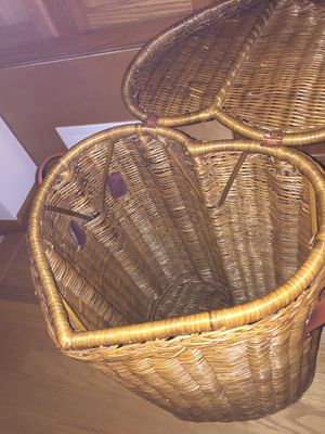 Heart shaped wicker laundry basket for Sale in Parma Heights, OH