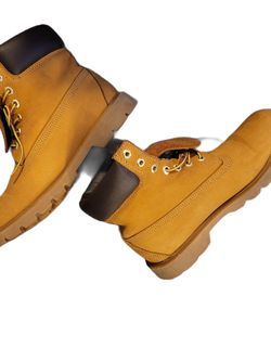 Women's Size 8.5 Timberland for Sale in Brookhaven,  PA