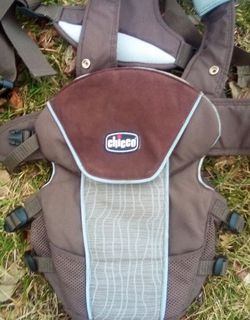 BROWN BABY CARRIER CHICCO EUC for Sale in Martinsburg,  WV