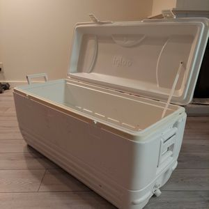 Igloo Quick and Cool 150 Quart Cooler for Sale in West Linn, OR
