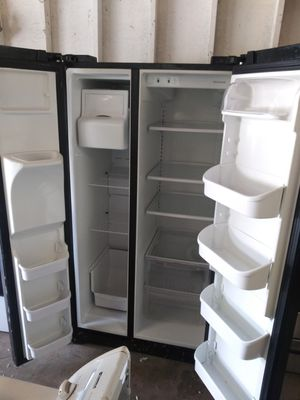 Clean fridge for Sale in Mableton, GA