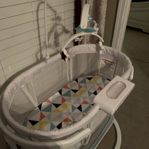 Fisher-price Soothing Motions Bassinet for Sale in Spring Hill, TN