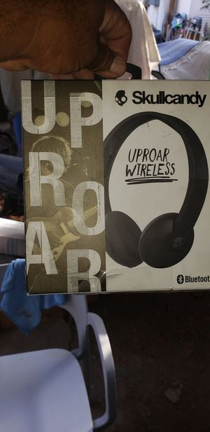 Skullcandy uproar wireless bluetooth in excellent condition like new never used for Sale in Bakersfield, CA