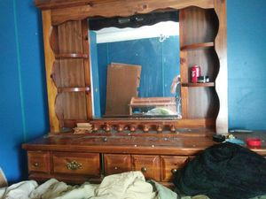 Dresser with mirror for Sale in Neenah, WI