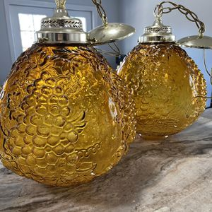 Pair of Vintage Mid Century Amber Lamps for Sale in Fort Bliss, TX