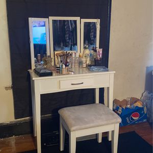 Makeup Vanity for Sale in Wrightsville, PA