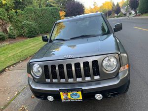 2012 Jeep Patriot front wheel drive 5 Speed Manual 102K for Sale in Lynnwood, WA