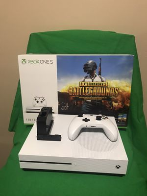 1TB Xbox One S with batt. charger & 4 games!! for Sale in Wichita, KS