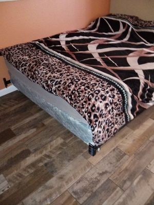 Queen Size bed and box spring mattress and bed frame for Sale in Indio, CA