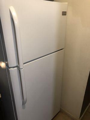 18.2 cu Ft Frigidaire Refrigerator 🌏 for Sale in Ontario, CA