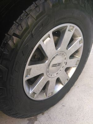 Set original Lincoln Navigator 04 tires and rims for Sale in West Palm Beach, FL
