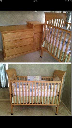 ❗️IF POSTED THEN AVAILABLE❗️ LIKE NEW Modern Baby Crib, Dresser and Mattress ••NO BEDDING••. excellent condition, natural wood set. for Sale in Plainfield, IL