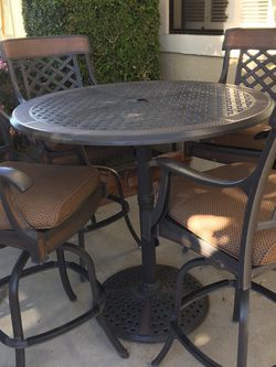 BEAUTIFUL PATIO SET — For Pick Up ONLY for Sale in Irvine,  CA