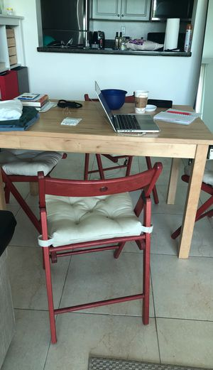 Kitchen table and 4 chairs for Sale in Miami, FL