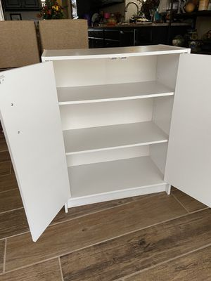 White 3-shelf cabinet for Sale in Celina, TX
