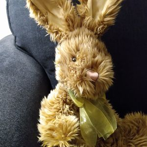 """2001 VINTAGE SHAGGY BROWN FUR KIDS OF AMERICA CORP. EASTER BUNNY RABBIT BOW 20"""" PLUSH for Sale in Belleville, MI"""