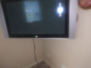 Philip 40 inch flat screen TV with wall mount attachment for Sale in Suitland-Silver Hill, MD