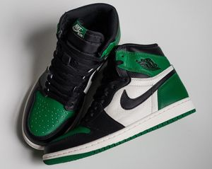 "Retro Air Jordan 1 ""Pine Green"" Size 9.5 for Sale in West Palm Beach, FL"