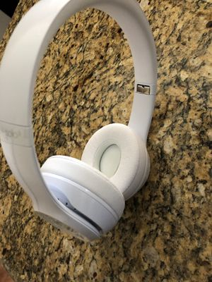 Beats Solo 3(Wireless) for Sale in Lancaster, CA