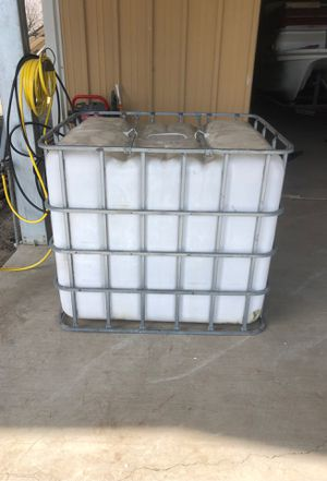 Water tank for sale or tote for Sale in Laton, CA