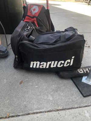 Marucci duffle bag with 6u-8u fastpitch softballs for Sale in Pico Rivera, CA